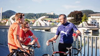 PUMA employees bicycle tour