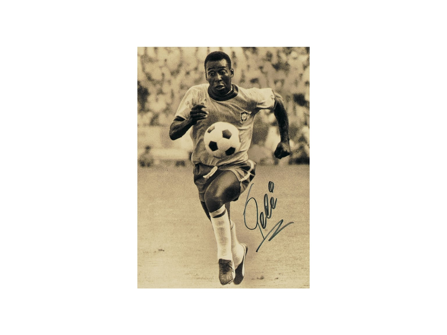 Pelé jouant au football