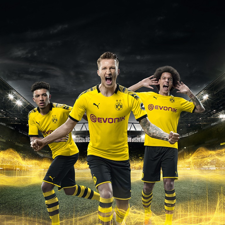 Borussia Dortmund Players wearing PUMA jerseys