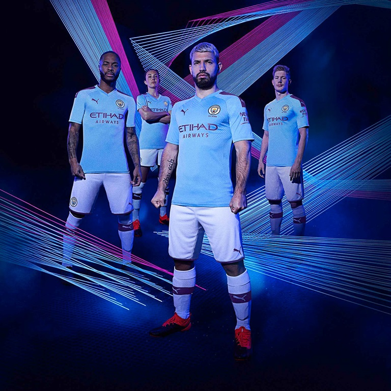 Manchester City players in PUMA jerseys